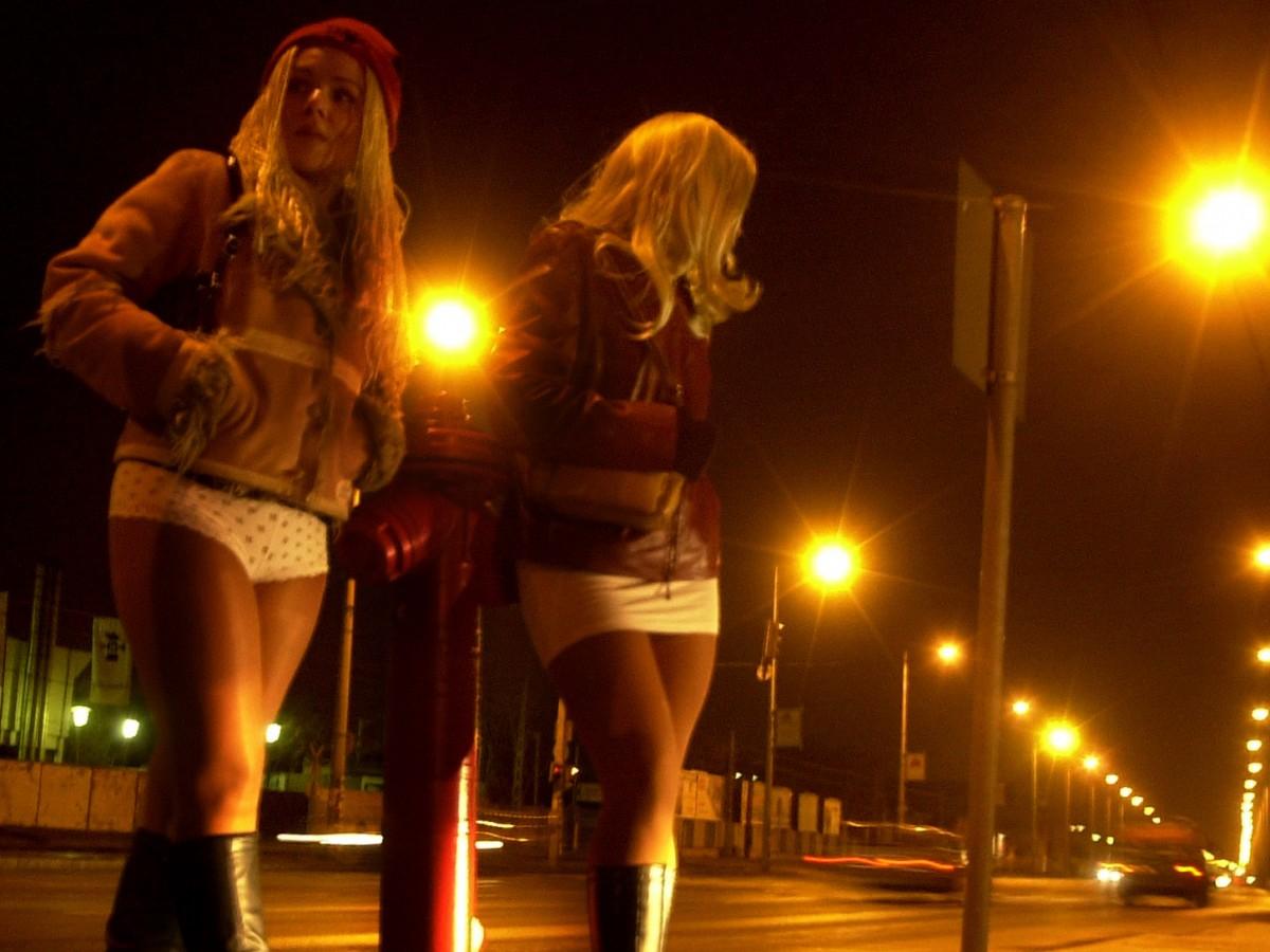Prostitutes Mbake